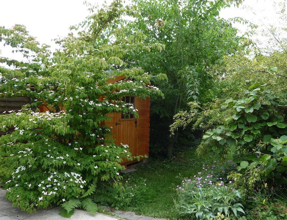 Petit jardin écologique et harmonieux aménagé dans le Nord ...